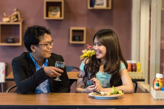 Man and woman chat in restaurant